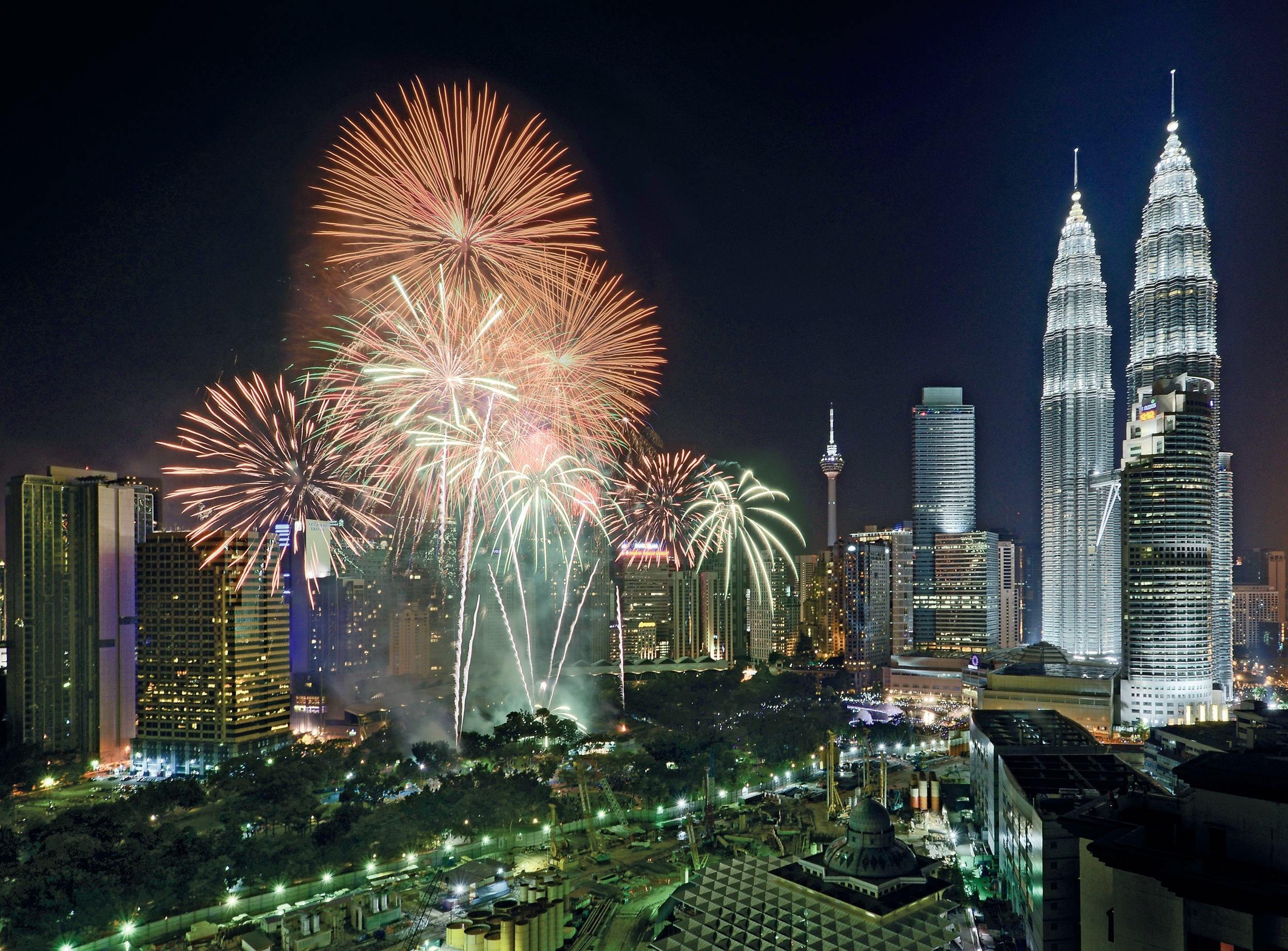 The Best Bars To Watch Fireworks In Kl