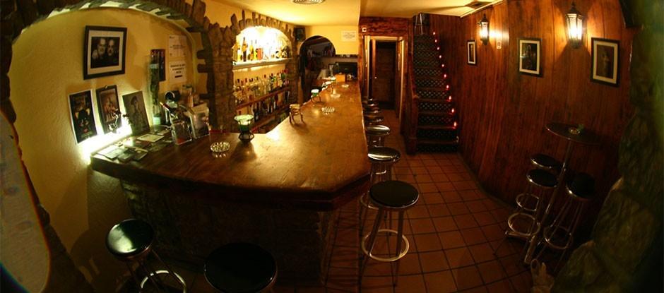 Rosas Cinco Bar