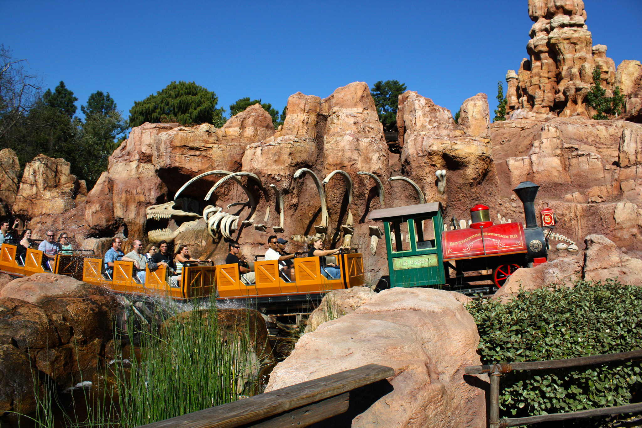 Best disneyland rides that you need to go on publicscrutiny Images