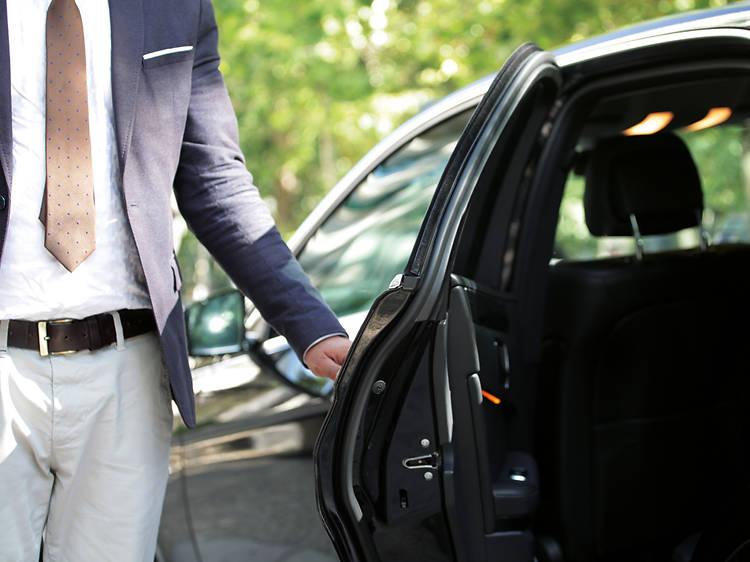 Táxis e TVDE de cinco lugares com limite de dois passageiros