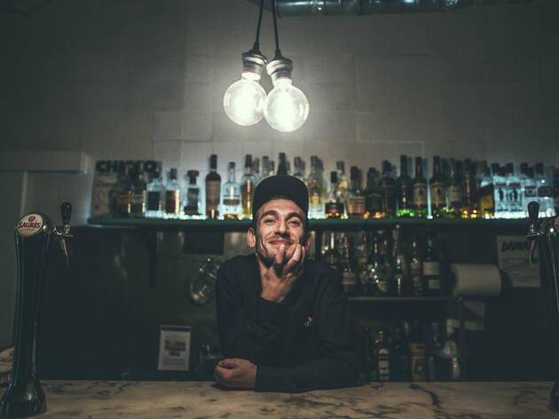 Cláudio, bartender do damas