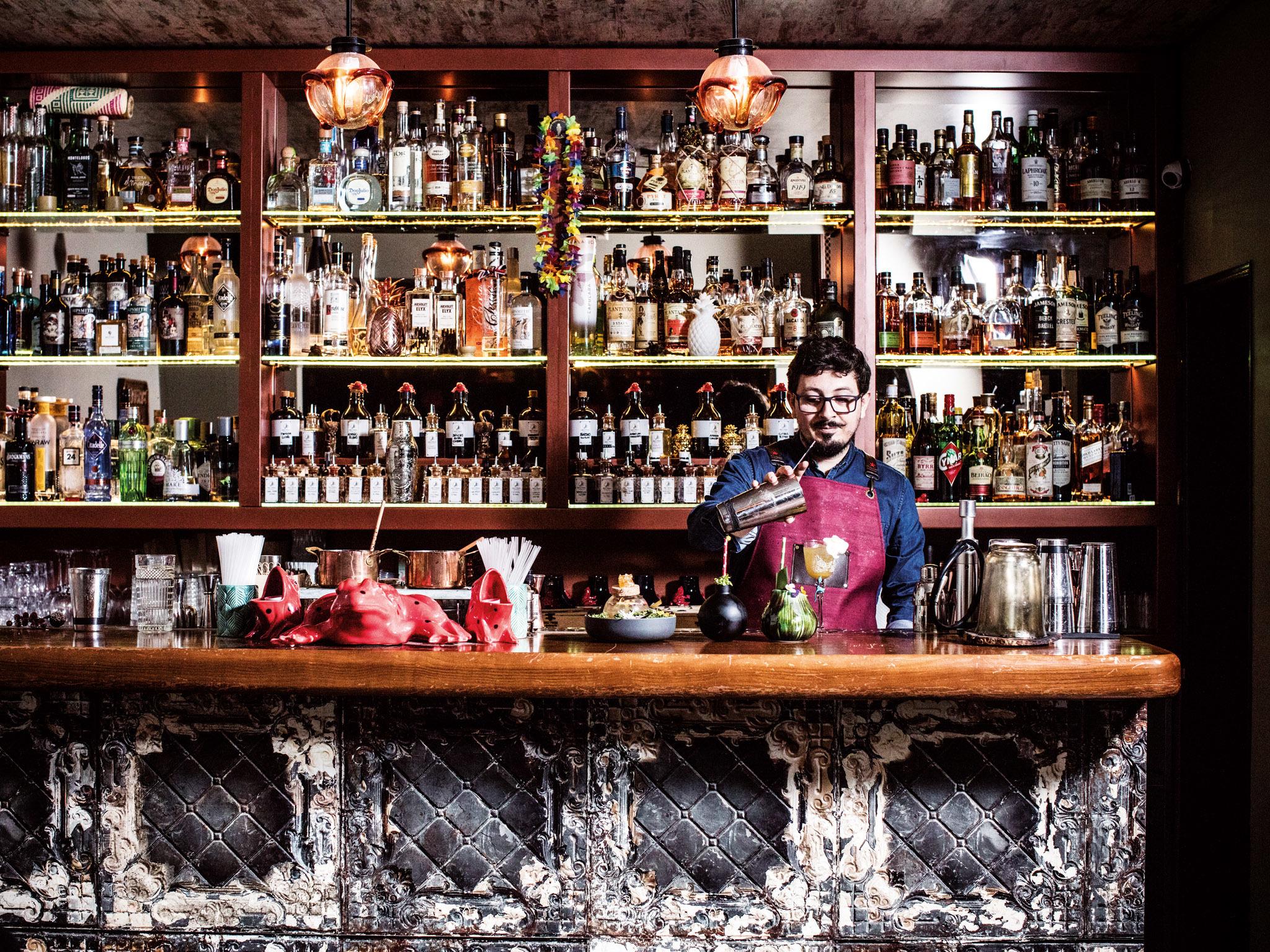 Red Frog - Balcão e Barmen