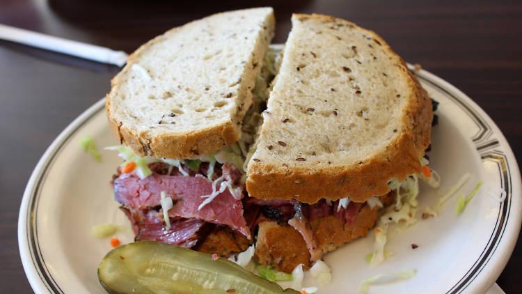 Langer's Delicatessen's pastrami sandwich