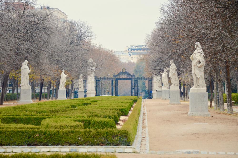 El pedestal vacío del Paseo de las Estatuas