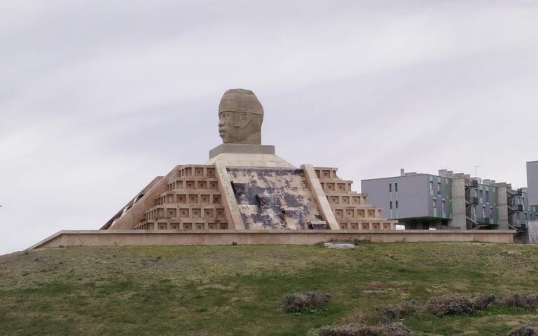 Una cabeza colosal