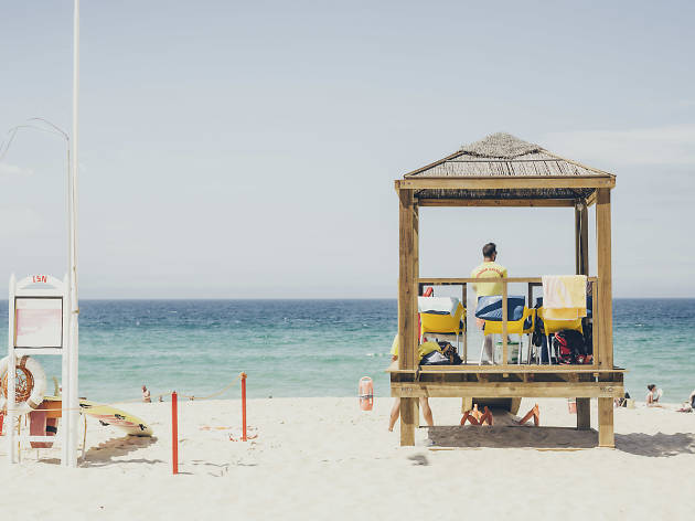 As melhores praias com Bandeira Azul perto de Lisboa