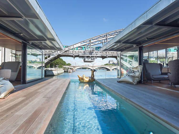 Les pieds dans l'eau au Off Paris Seine