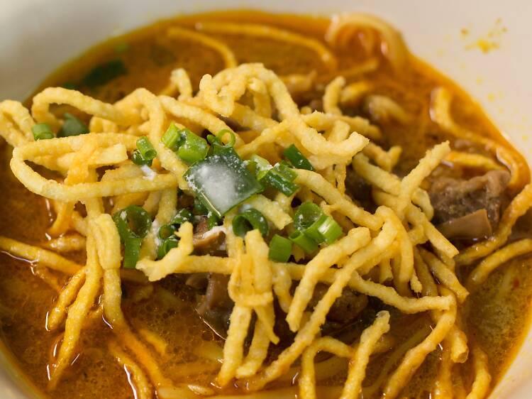 Pollo al curry con fideos Sothangon