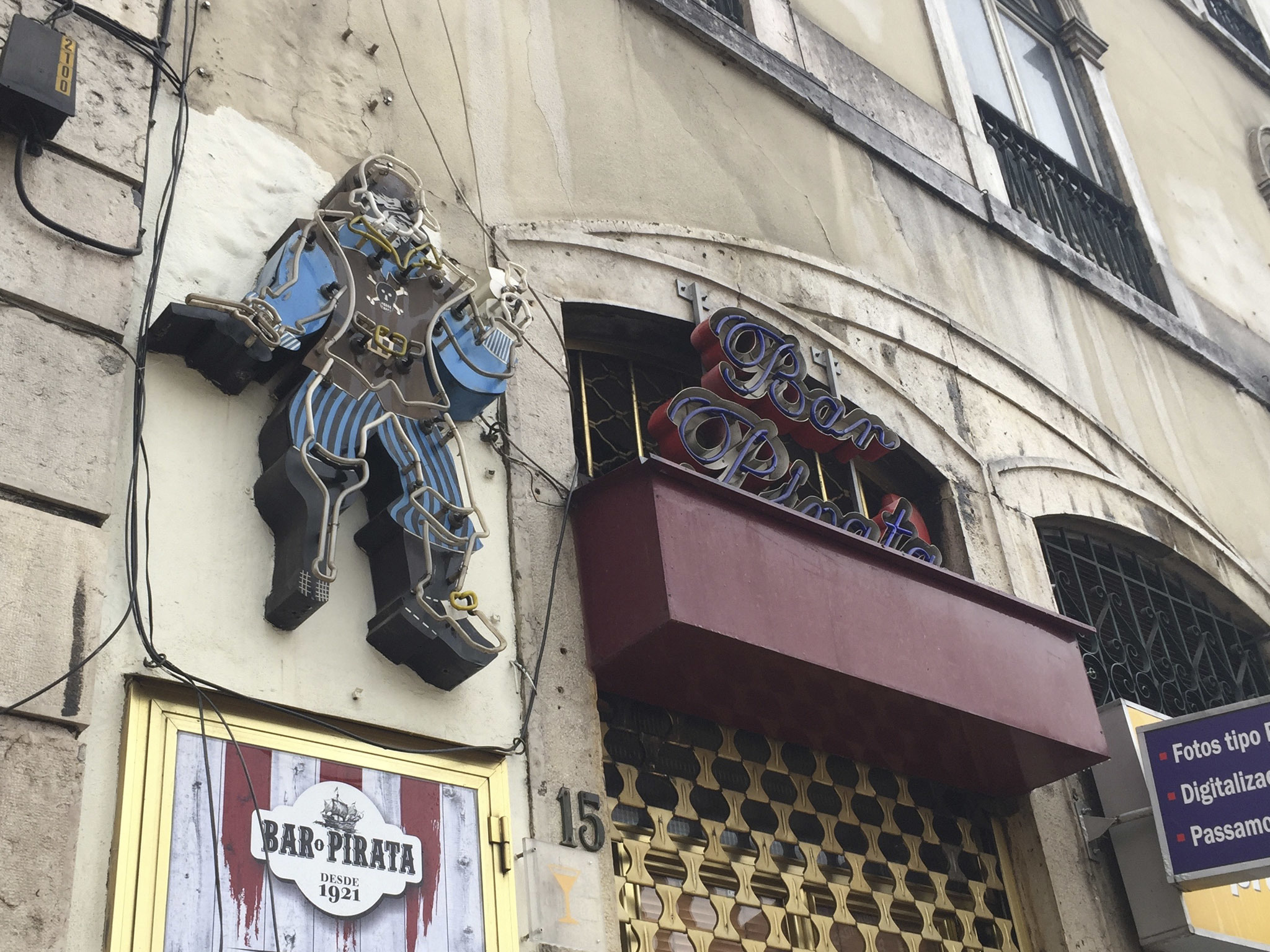 fachada do bar pirata no rossio