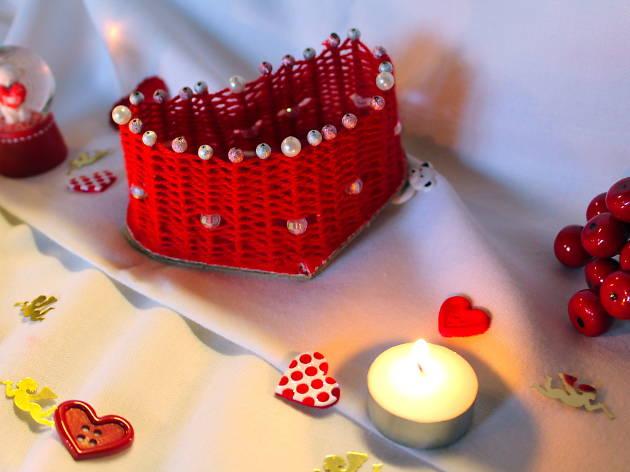 Une boîte en cœur et en cure-dents...