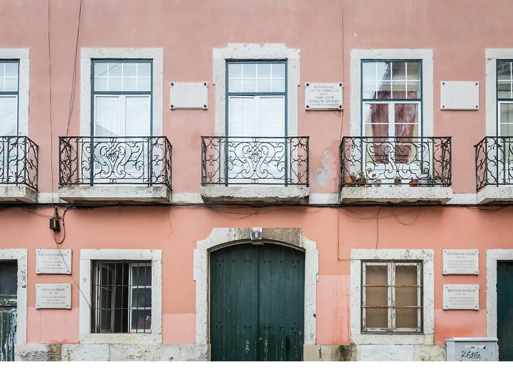 O edifício com mais placas de Lisboa fica no Bairro Alto