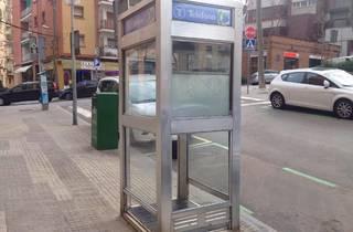 Salvem la darrera cabina telefònica de Barcelona!