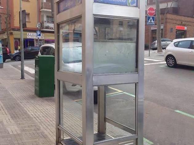 ¡Salvemos la última cabina telefónica de Barcelona!