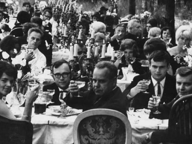 La fiesta y sus invitados (O slavnosti a hostech,  Checoslovaquia, 1966, 71 min.)