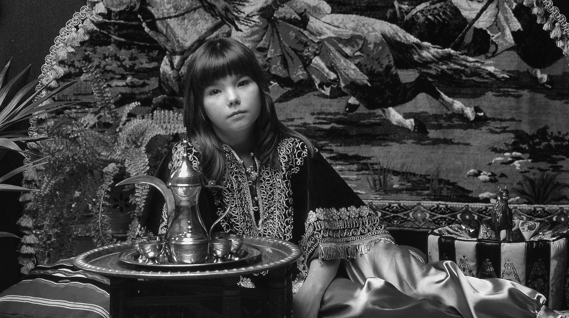 Björk posando para la portada de su primer disco en 1977