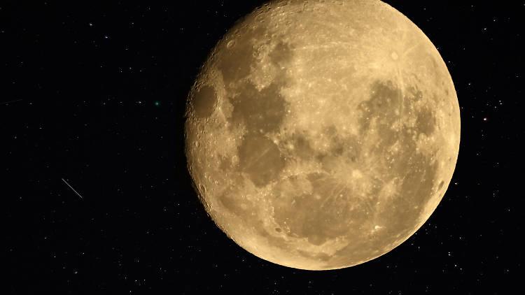 Full moon/lunar eclipse/comet