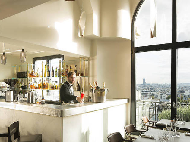 The 11 snazziest hotel bars in Paris