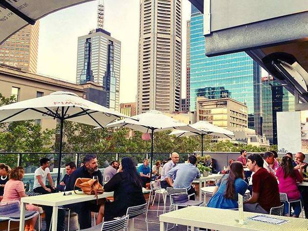 Three CBD pubs open all night long for White Night