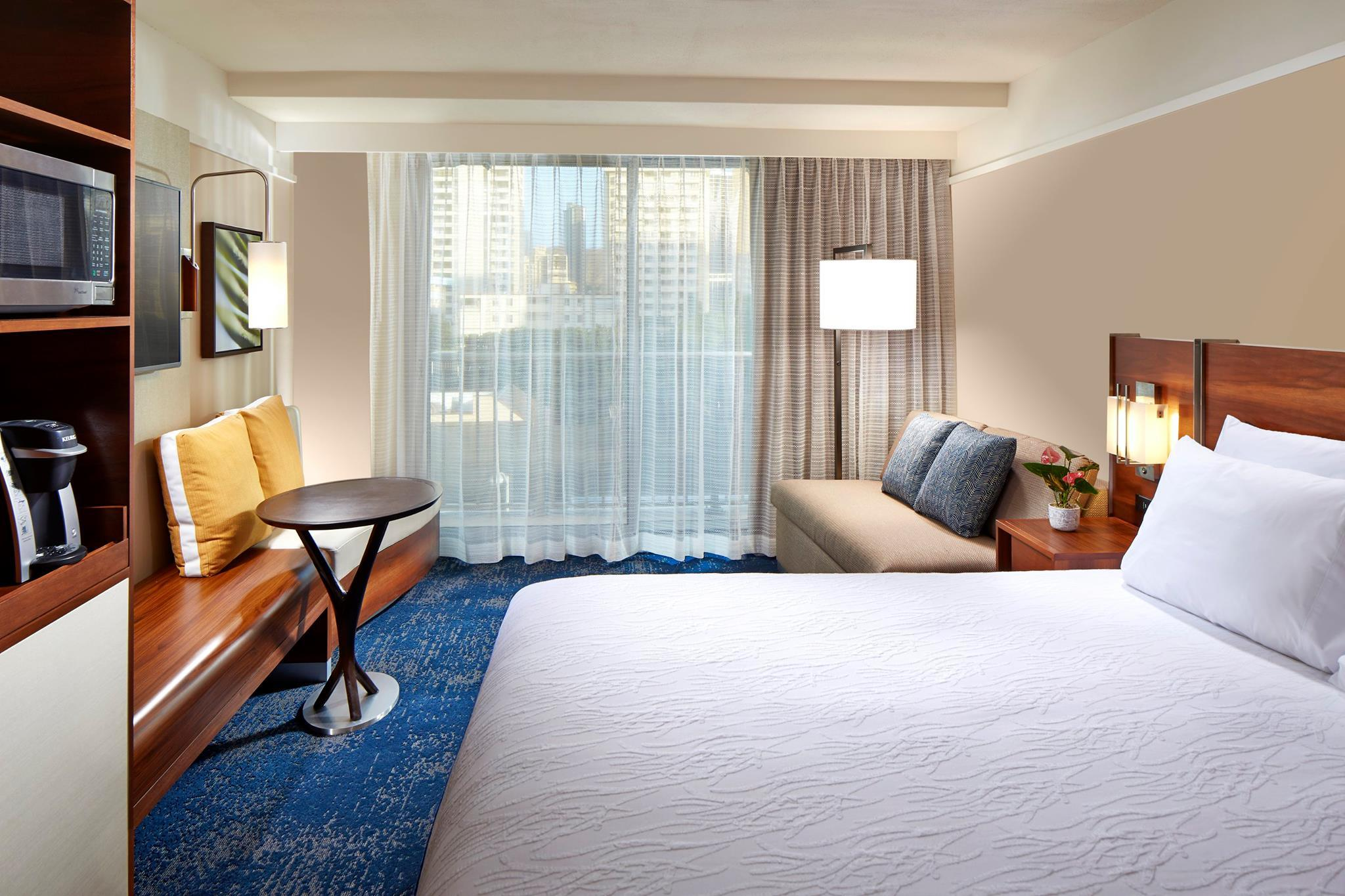 Stay: Hilton Garden Inn Waikiki Beach, Oahu
