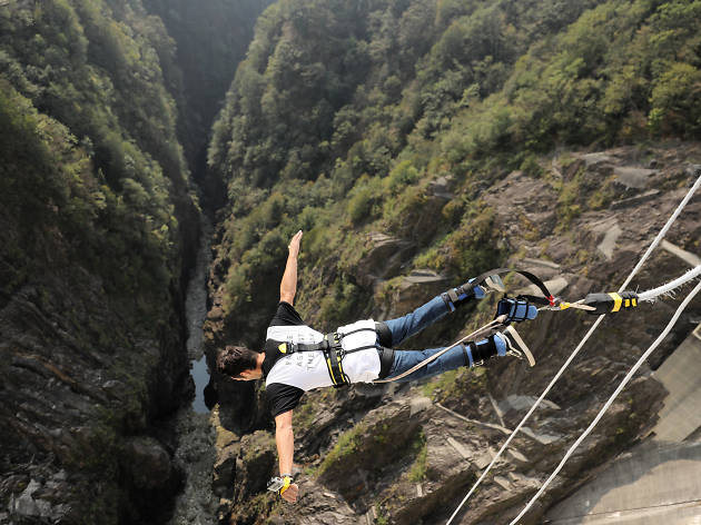 Verzasca Jump: Bungy jumping