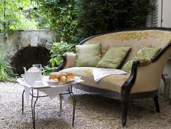 Take tea in the Hôtel Particulier Montmartre's winter garden