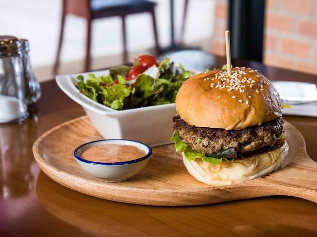 Arno's Burger