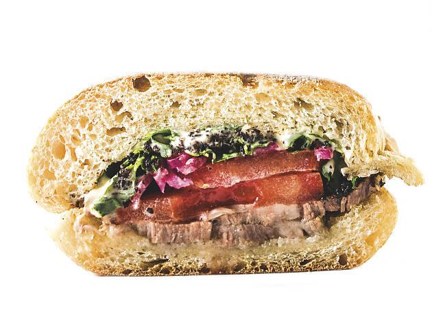 Sandes de carne assada do Balcão da Esquina