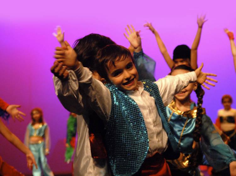 Abanar o esqueleto na Escola de Dança e Teatro Musical
