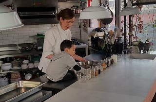 Alejandra Coppel cocina con su hijo en La lonchera del chef
