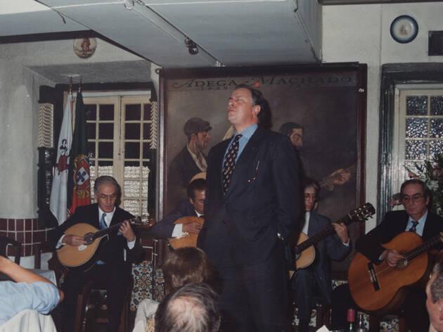 guitarra, João Alberto, guitarra Carlos Gonçalves (tocou com Amália), Maurício do Vale, Relação Públicas do SCP, Júlio Garcia, viola e no baixo o César