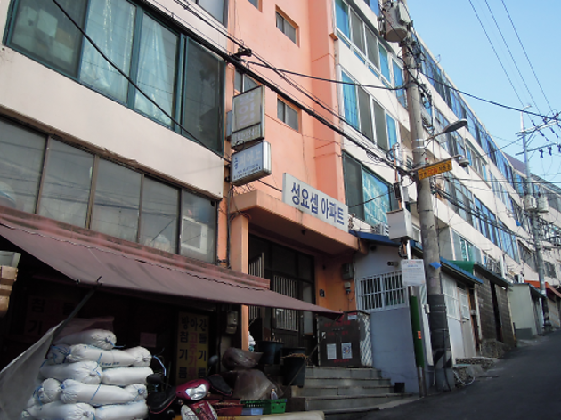 A journey to the '70s Seoul on Jungnimmalli-gil