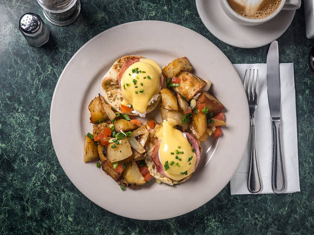 Tartine eggs benedict