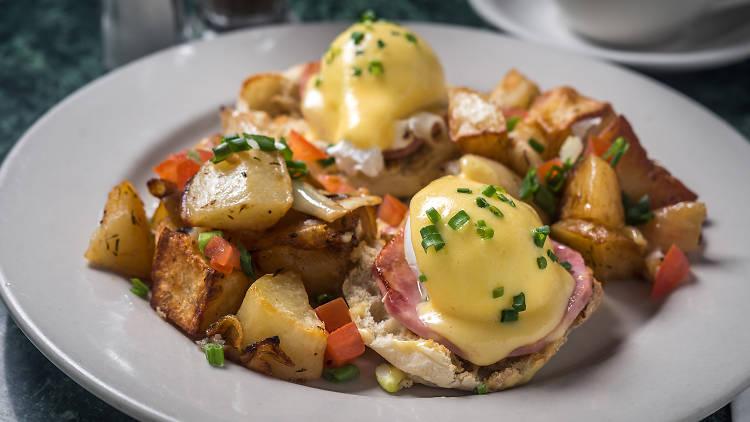 Tartine eggs benedict