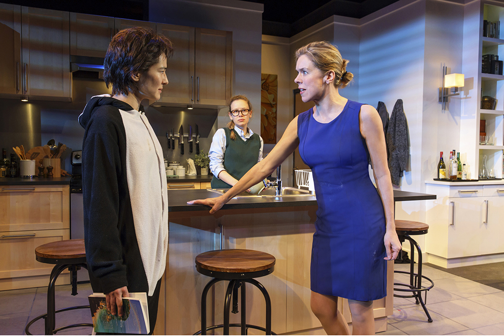 Theater review: The lady refuses to vanish in Penelope Skinner's Linda