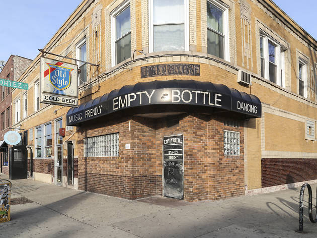 Empty Bottle is celebrating the return of its Old Style sign with a free pizza party