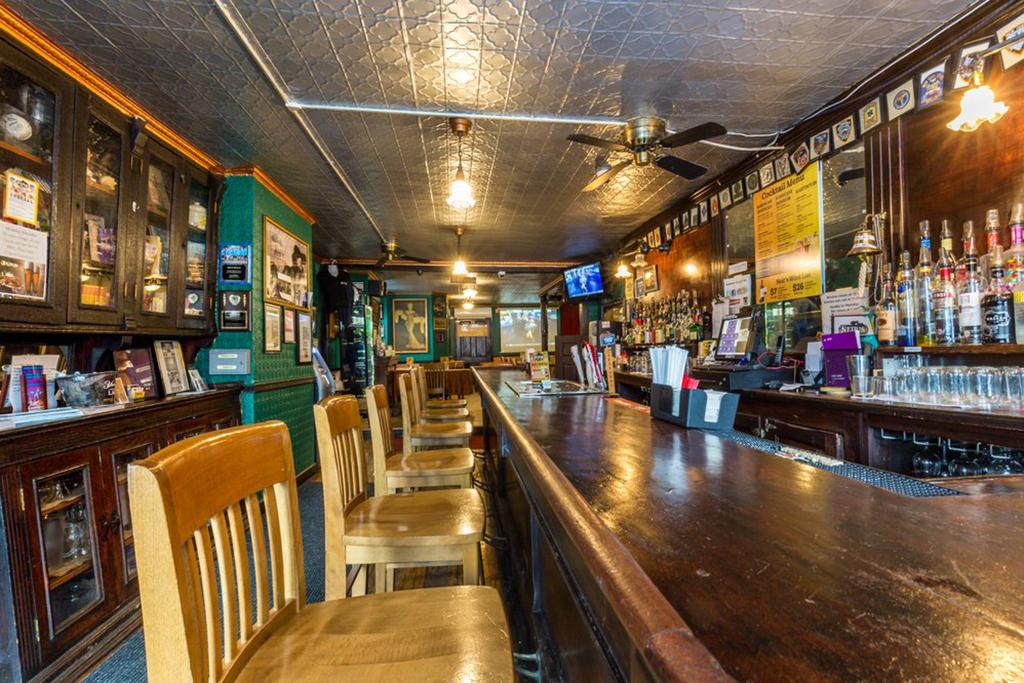 Niers Tavern