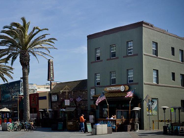 Surf City Hostel