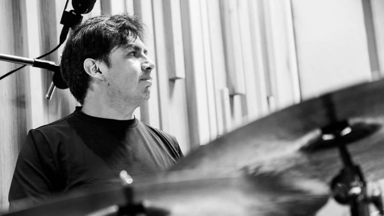 Adrián Oropeza, baterista de jazz de la CDMX