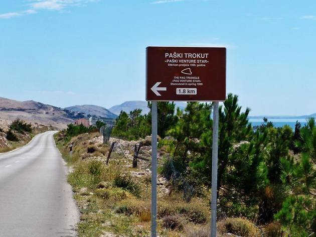 Sign to Pag Triangle