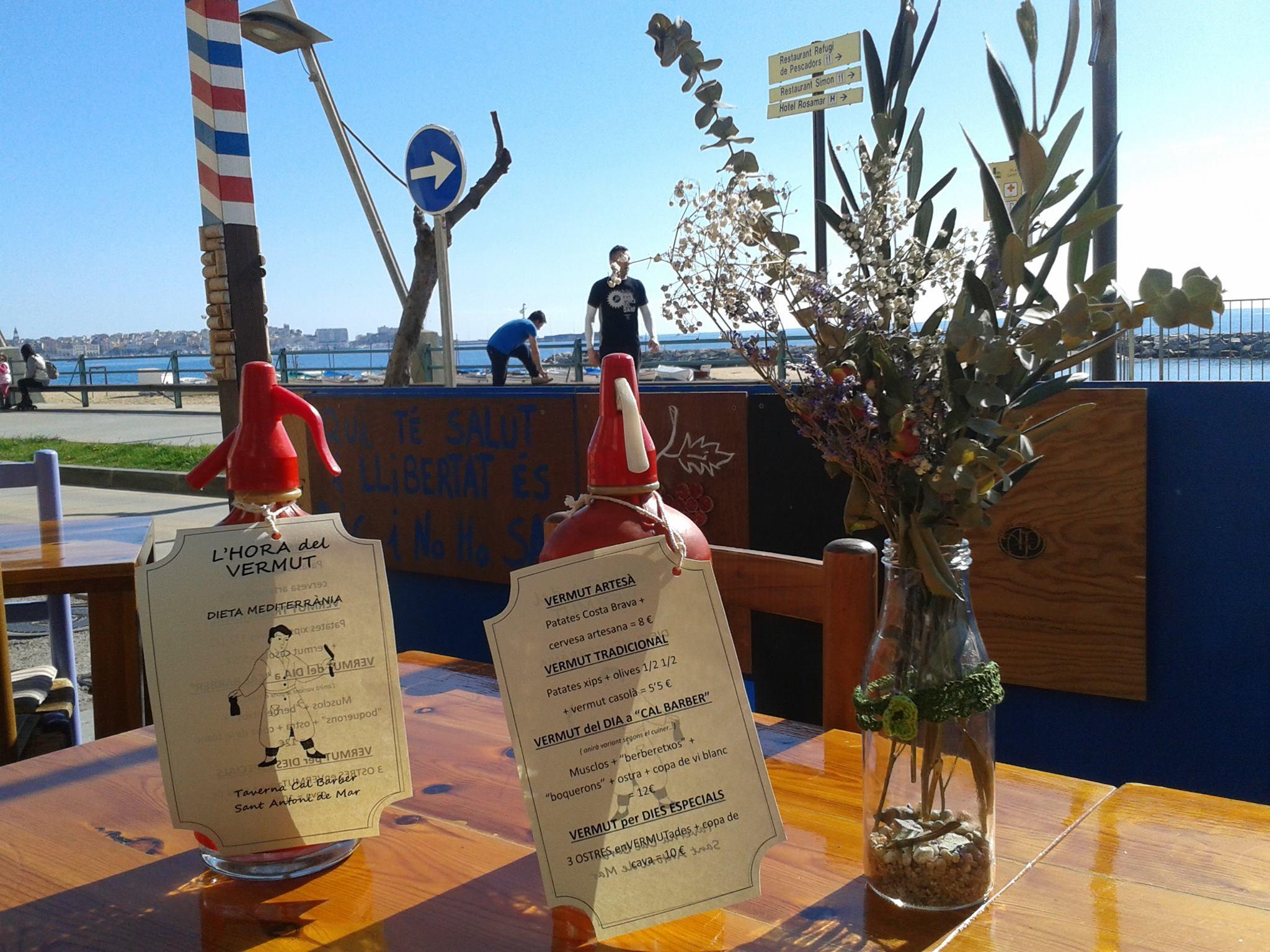 Bars per fer el vermut davant del mar