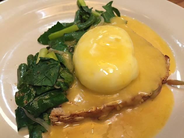 huevos pochados de Público Comedor