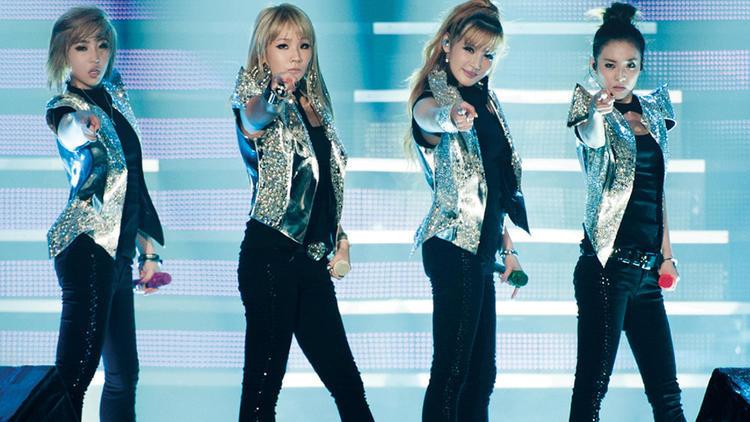 2NE1 durante concierto
