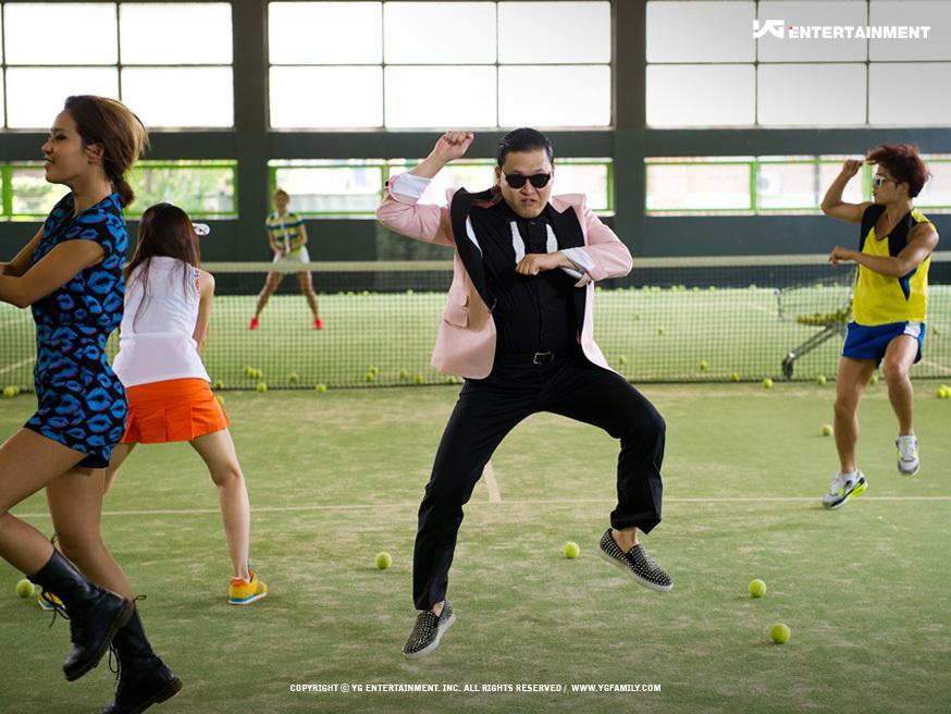 PSY en la grabacion de su sencillo Gangnam Style
