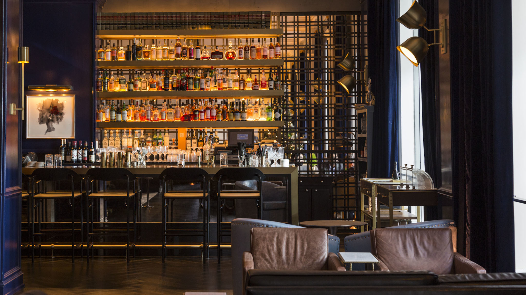Check into these exciting Chicago hotel bars