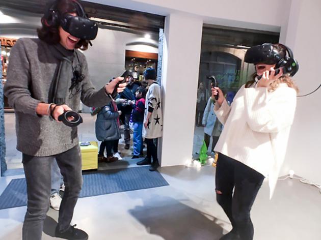 Barcelona obre la primera sala de videojocs de realitat virtual