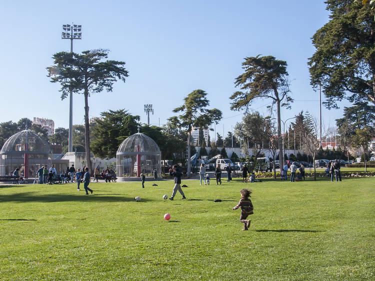 Brincar ao ar livre no Parque Marechal Carmona