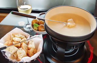 Fondue Savoyarde, Alpine dishes travel feature 2017