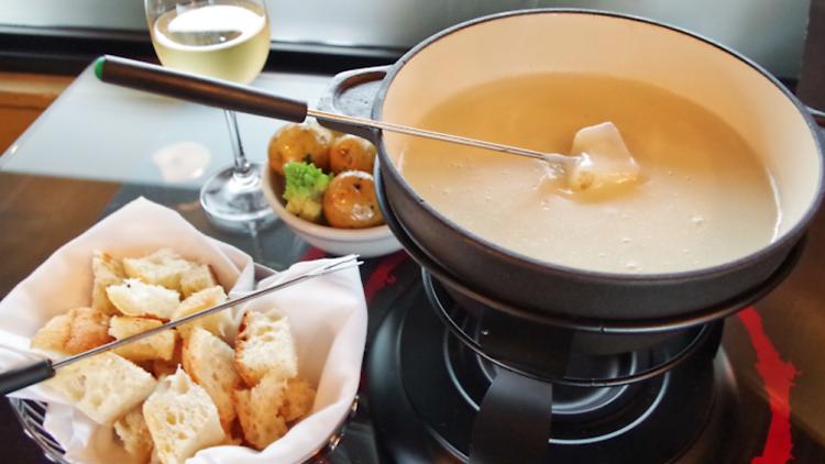 Fondue Savoyarde, Alpine dishes travel feature 2017