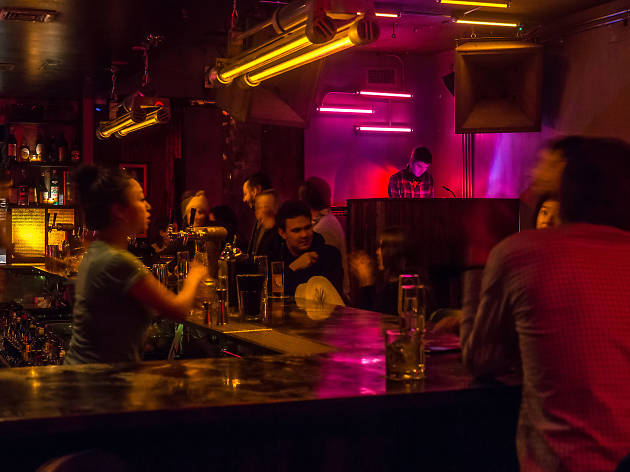 The 10 Best Bars in NYC to Find a One Night Stand In