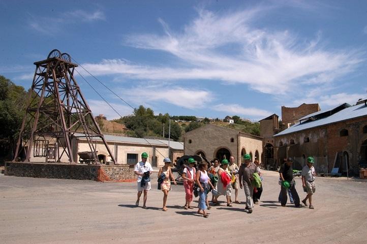Exterior de les Mines de Bellmunt Priorat